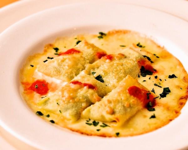 リコッタチーズとほうれん草のクレープ包みオーブン焼き