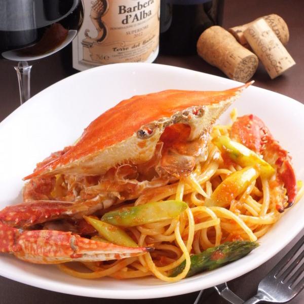 渡り蟹を丸ごと使ったトマトソースのリングイーネ