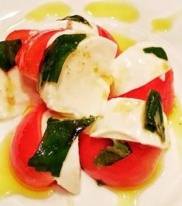 フルーツトマトと水牛モッツァレラチーズのカプレーゼ